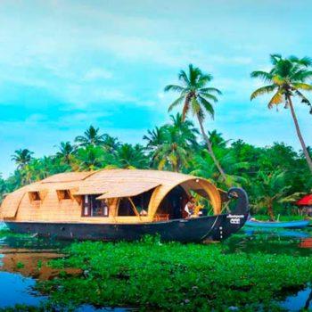 Фото плывучего дома на реке Карамана