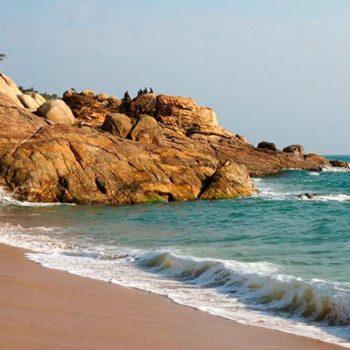 Скалы на пляже Самудра