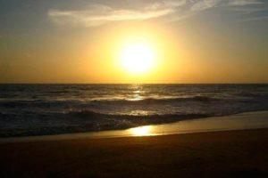 Фото заката на пляже Шангумугам